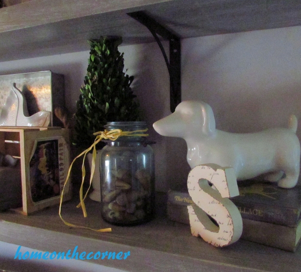 2015 Home Tour Fall Open Shelving Dauchshund, S, Acorns