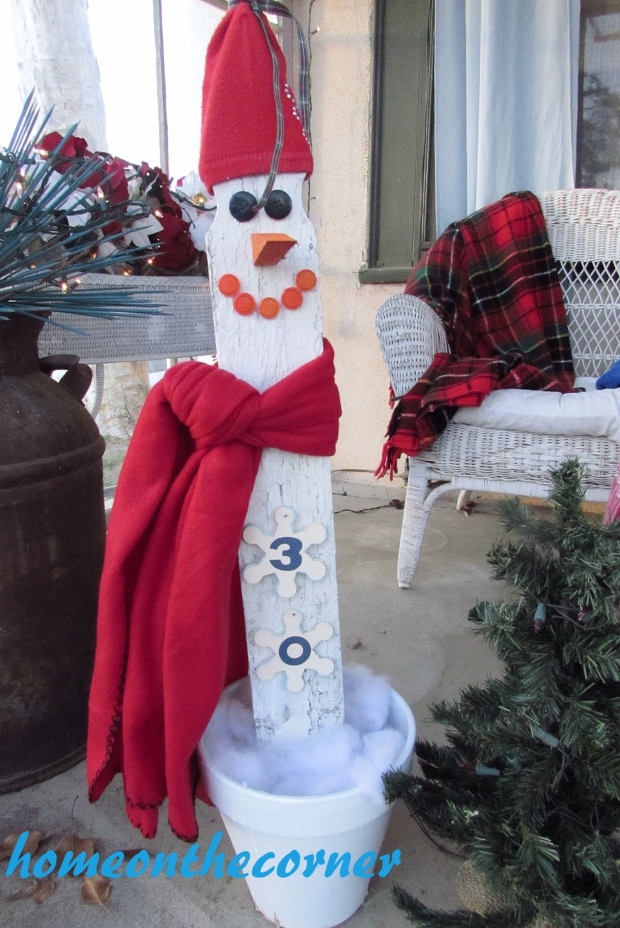picket snowman countdown close-up