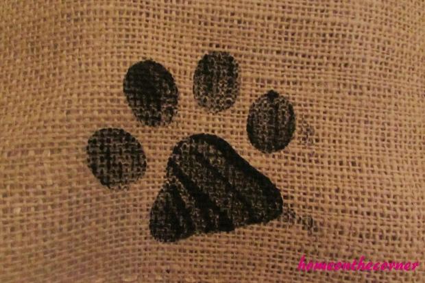single paw print