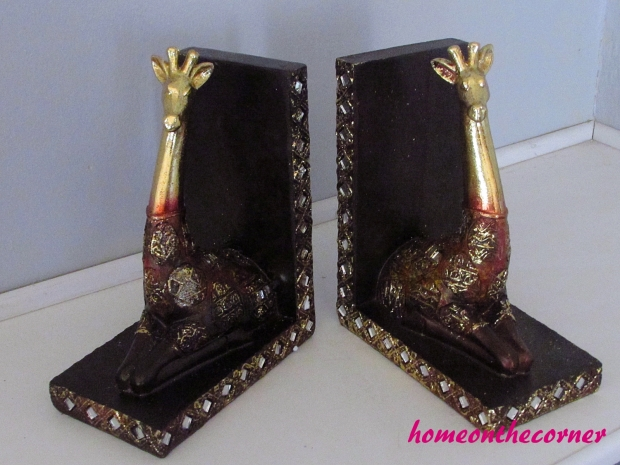 giraffe bookends front view