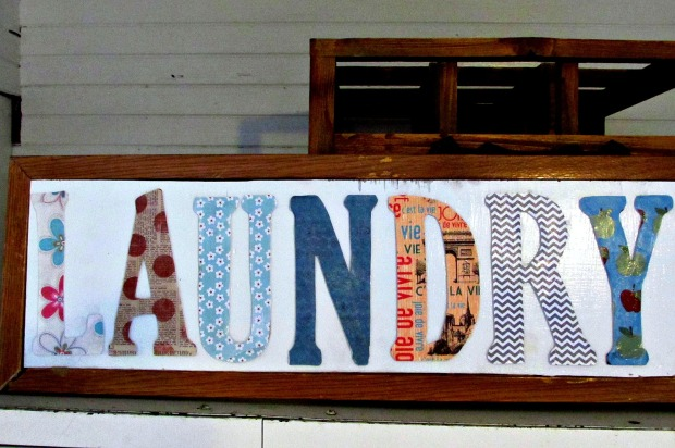 Laundry room letter sign