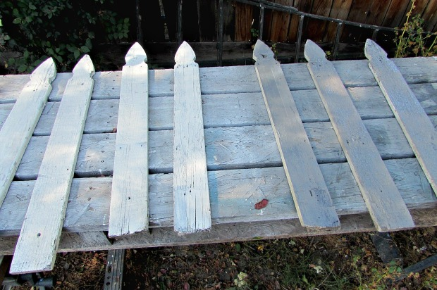 Picket fence flag grey and white pickets