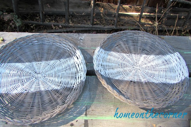 rattan plate holder white stripe