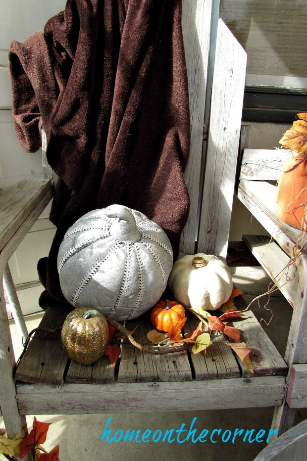 fall-front-porch-blanket-pumpkins