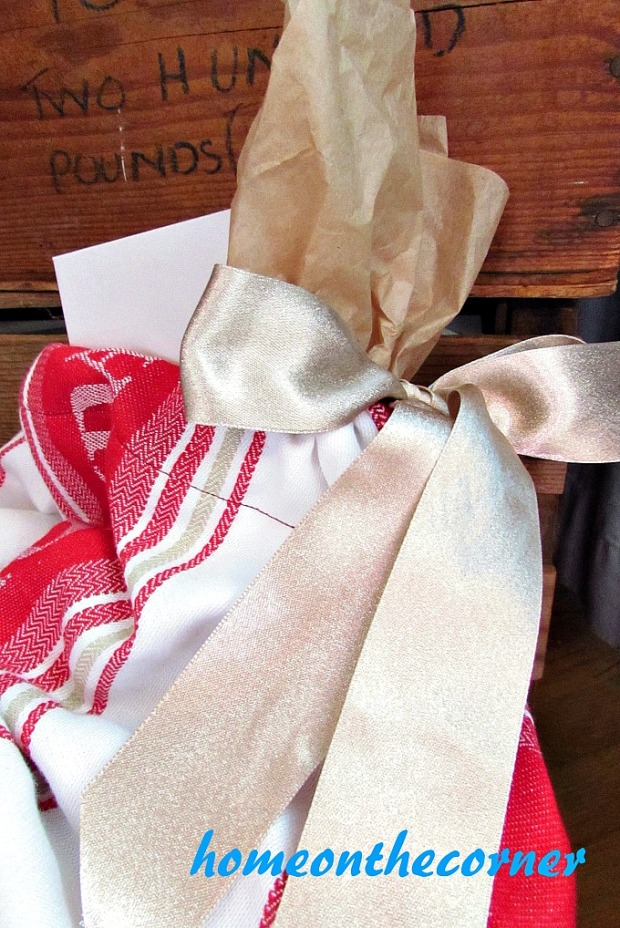 drawstring-dishtowel-gift-bag-gold-bow