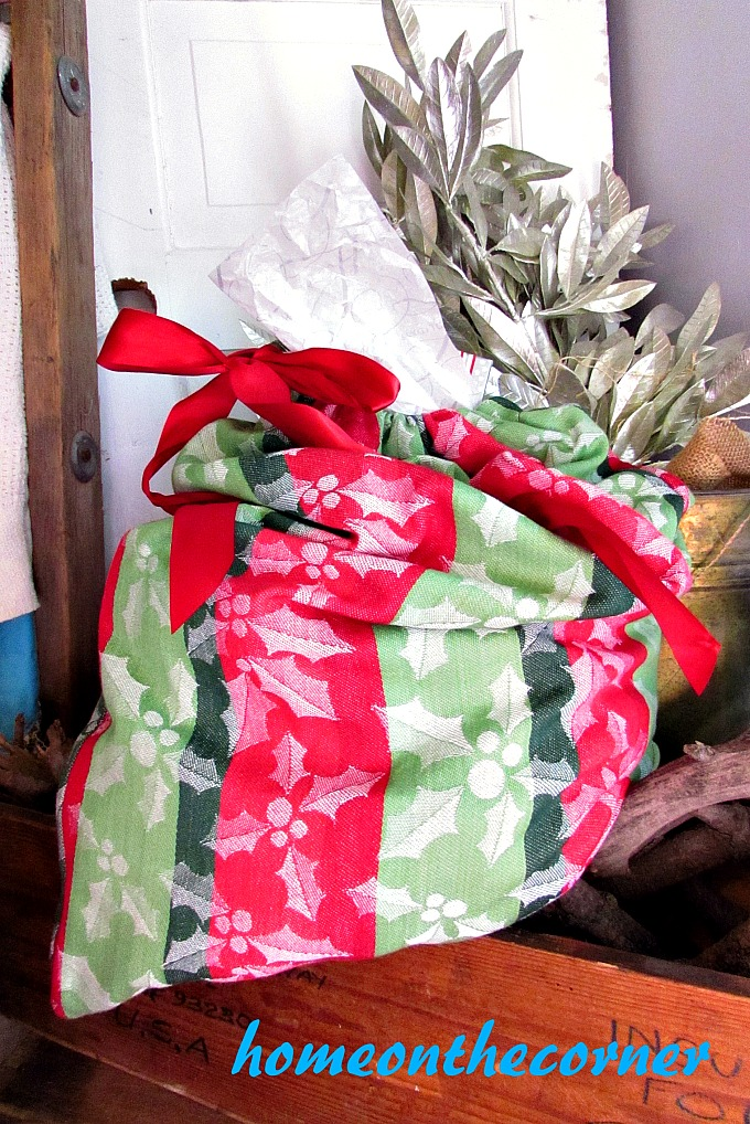 drawstring-dishtowel-gift-bag-holly