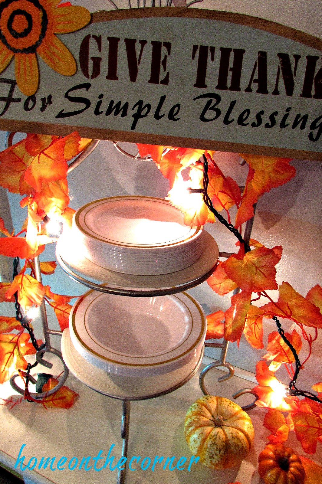 fall-2016-gold-and-white-tablescape-give-thanks