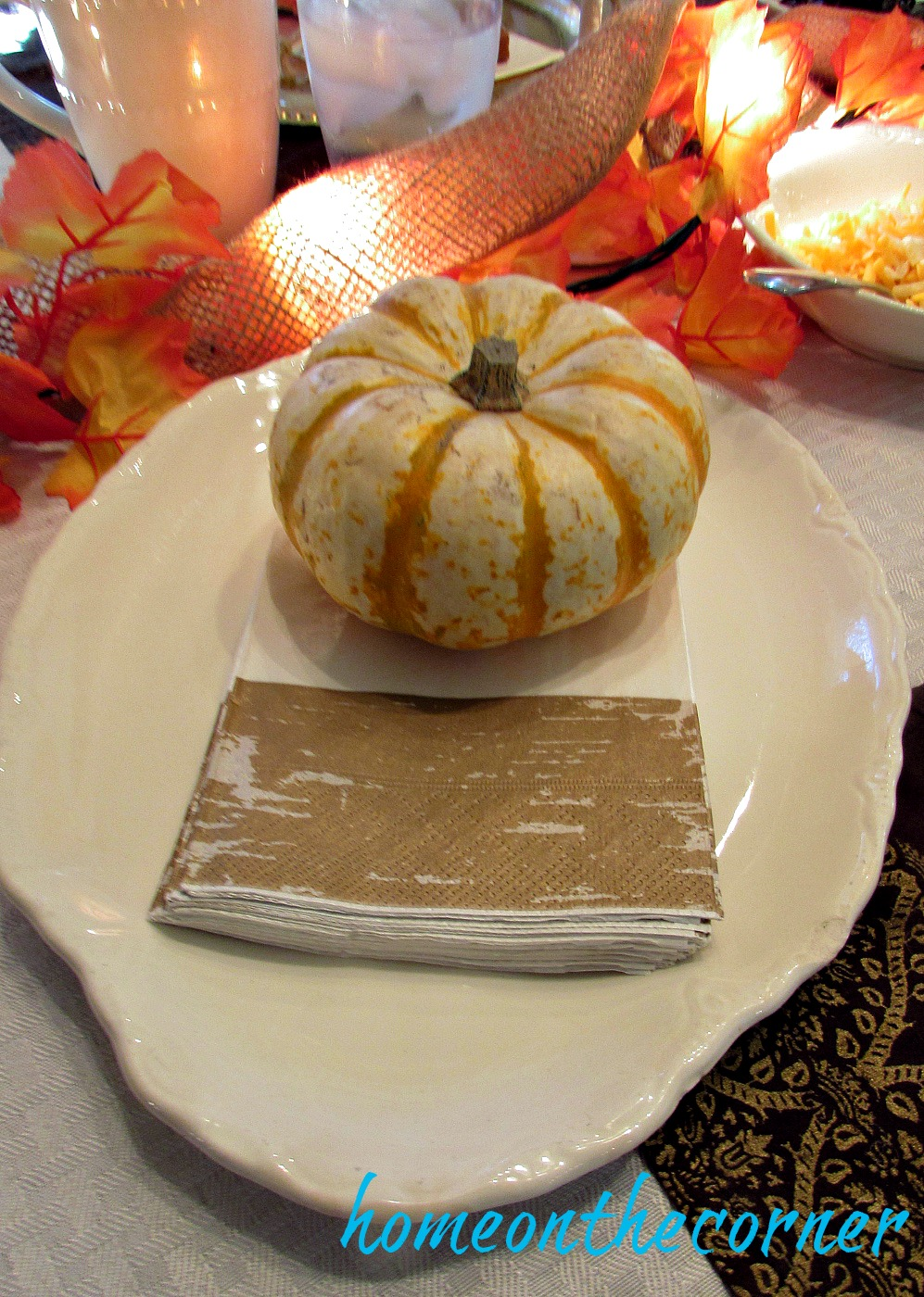 fall-2016-tablescape-gold-and-white-napkins