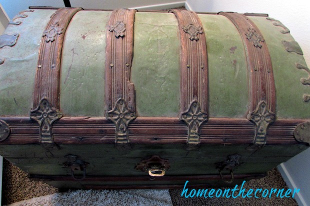 finds-and-fashions-quilt-green-trunk