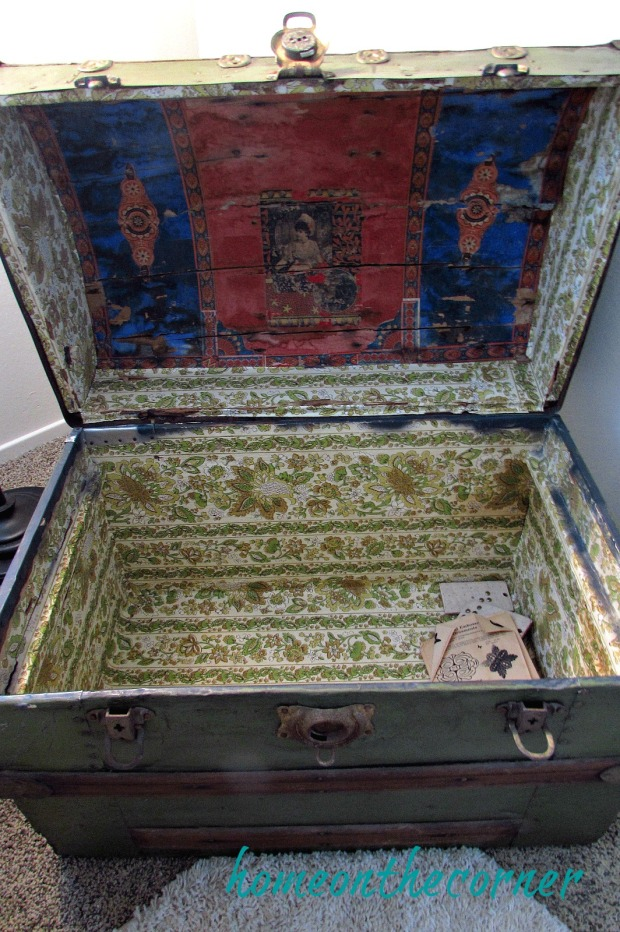 finds-and-fashions-quilt-trunk-inside