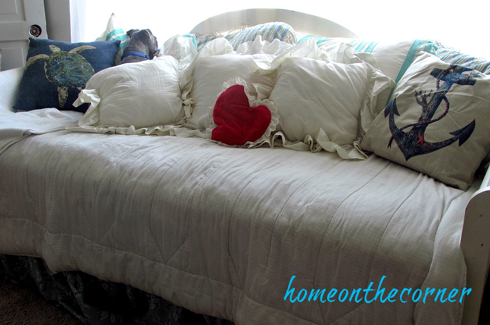 sweet-something-valentines-living-room-daybed-red-heart-rozy
