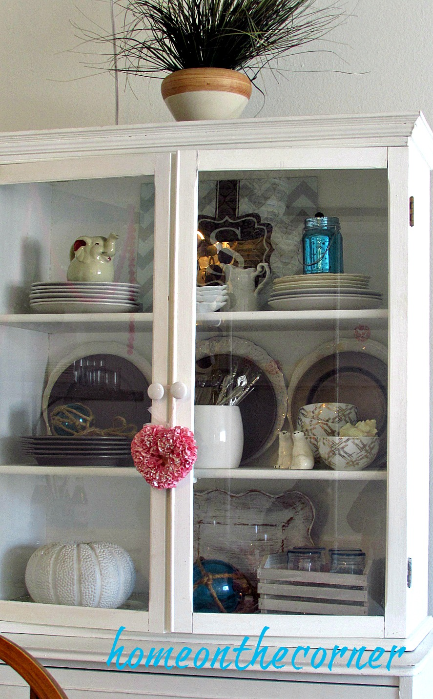 sweet-somethings-valentines-white-hutch