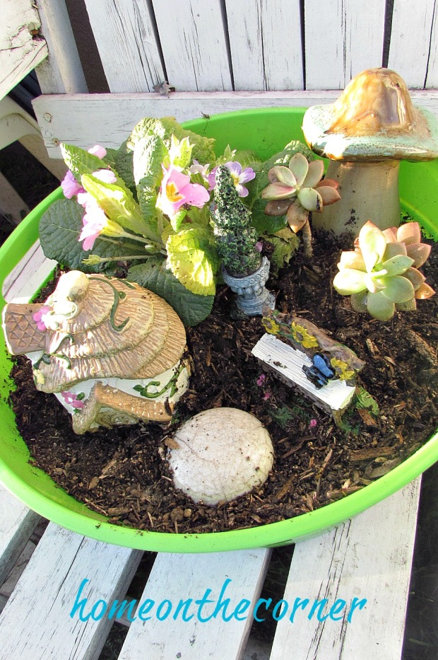 green-fairy-garden-house-bench-mushroom