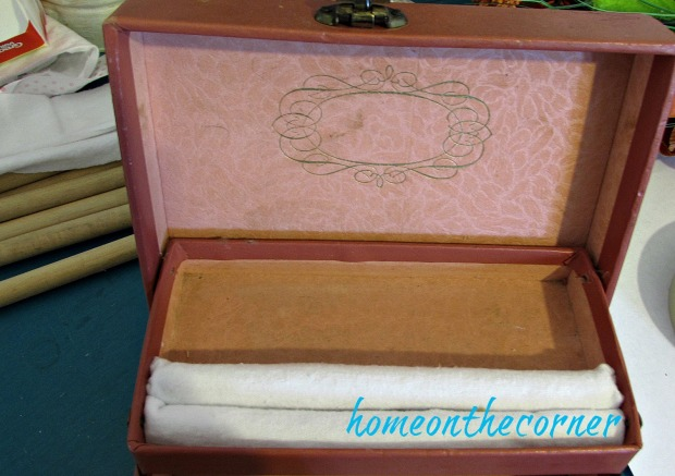 vintage-jewelry-box-flannel-rolls