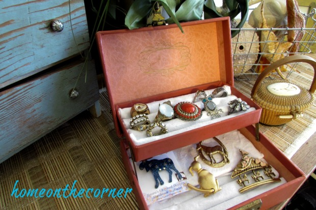 vintage-jewelry-box-organization