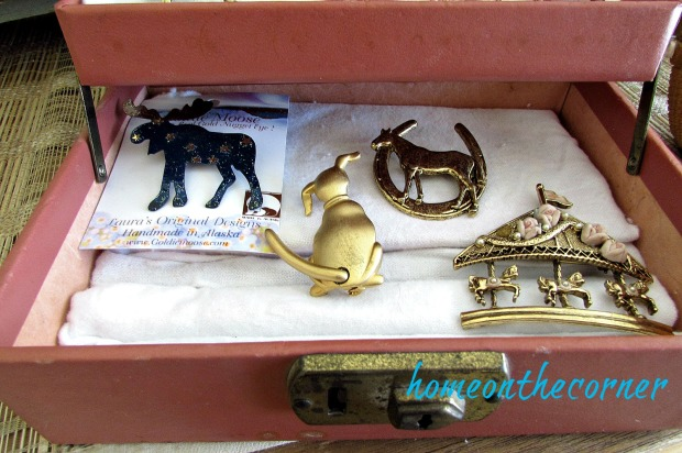 vintage-jewelry-box-pins
