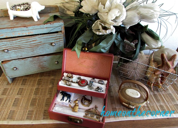vintage-jewelry-box-ring-and-pins