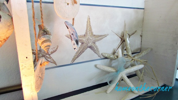 wooden crate starfish, garland, blue