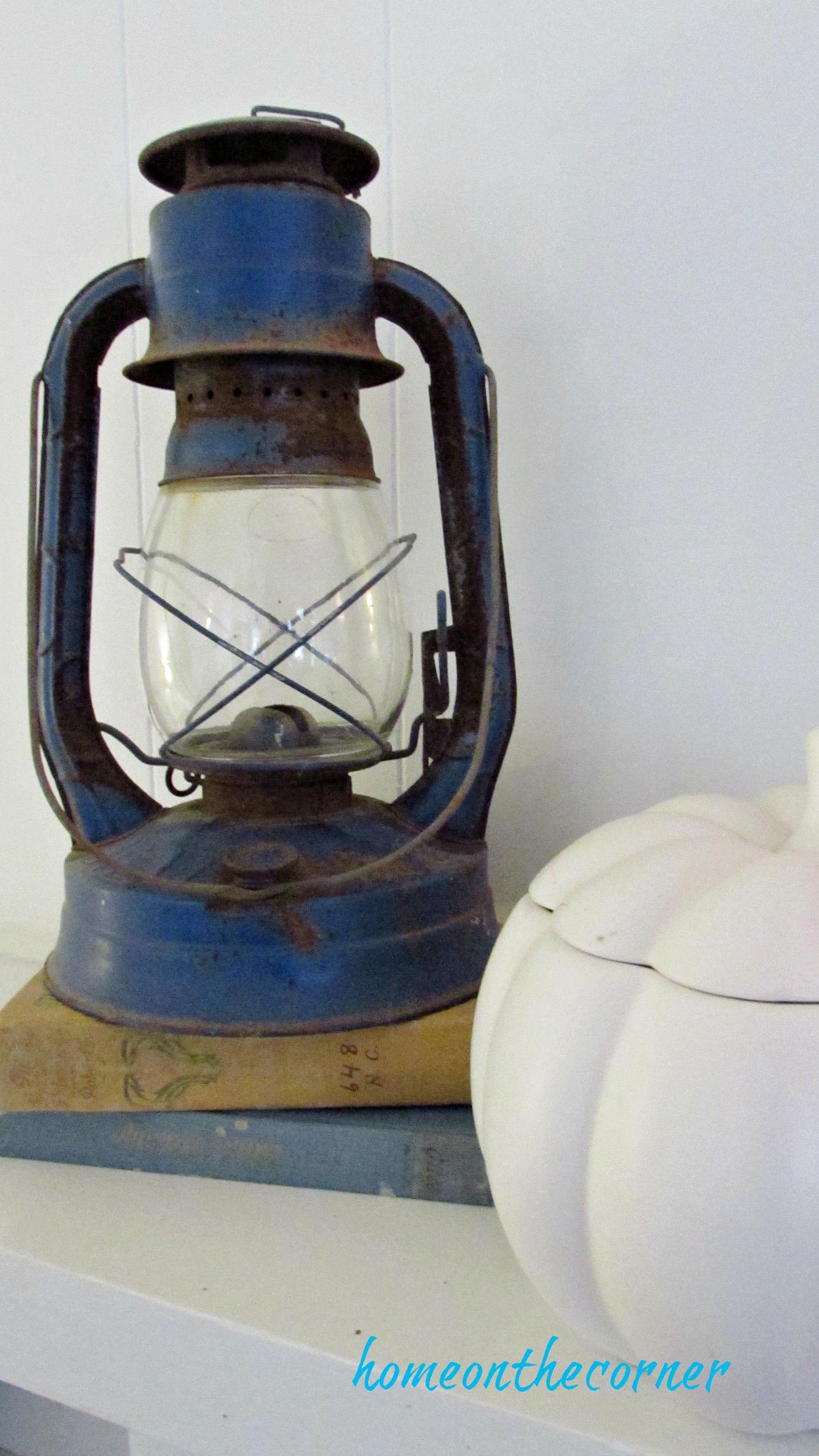 fall family room blue lantern