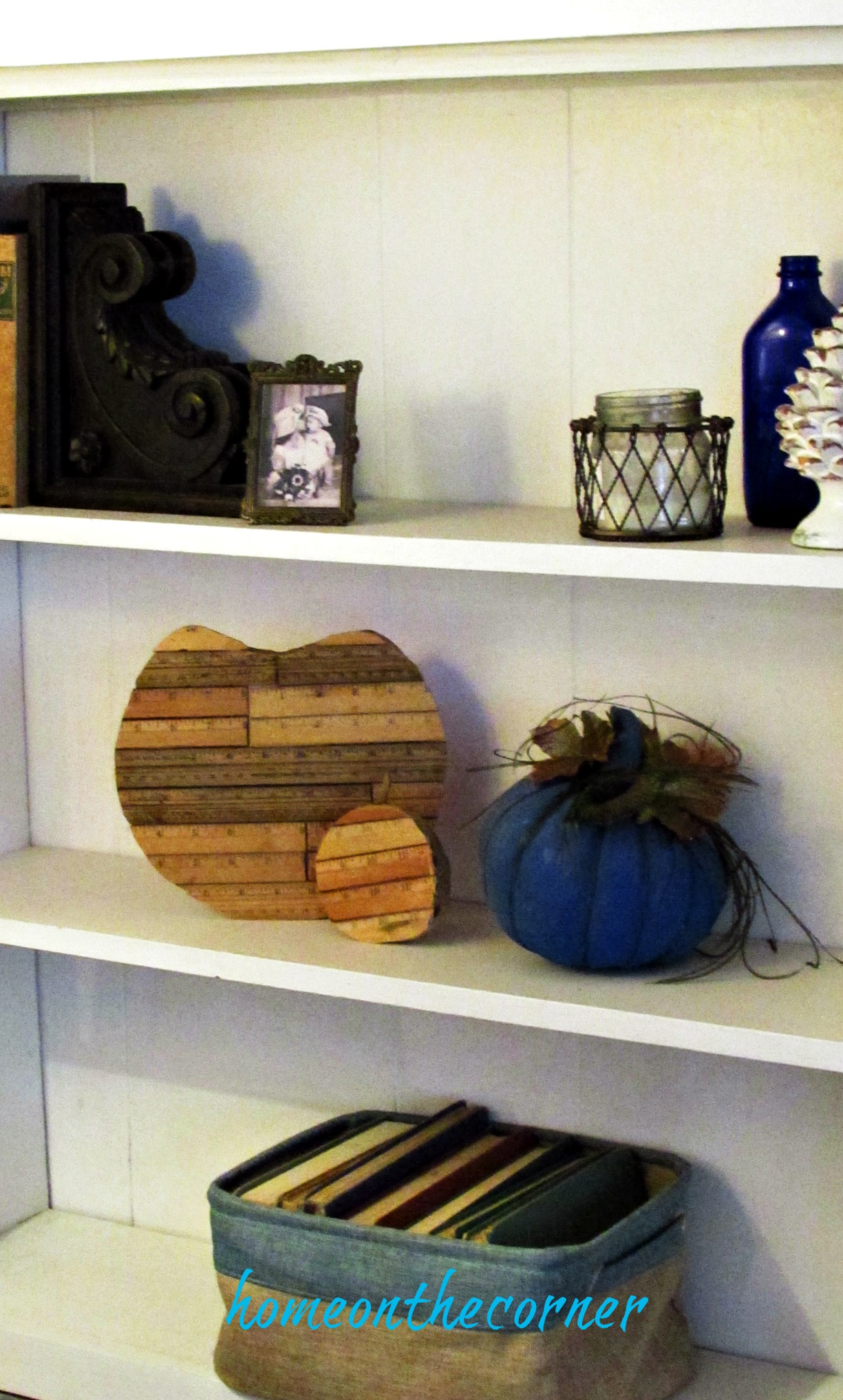 fall family room pumpkins, books