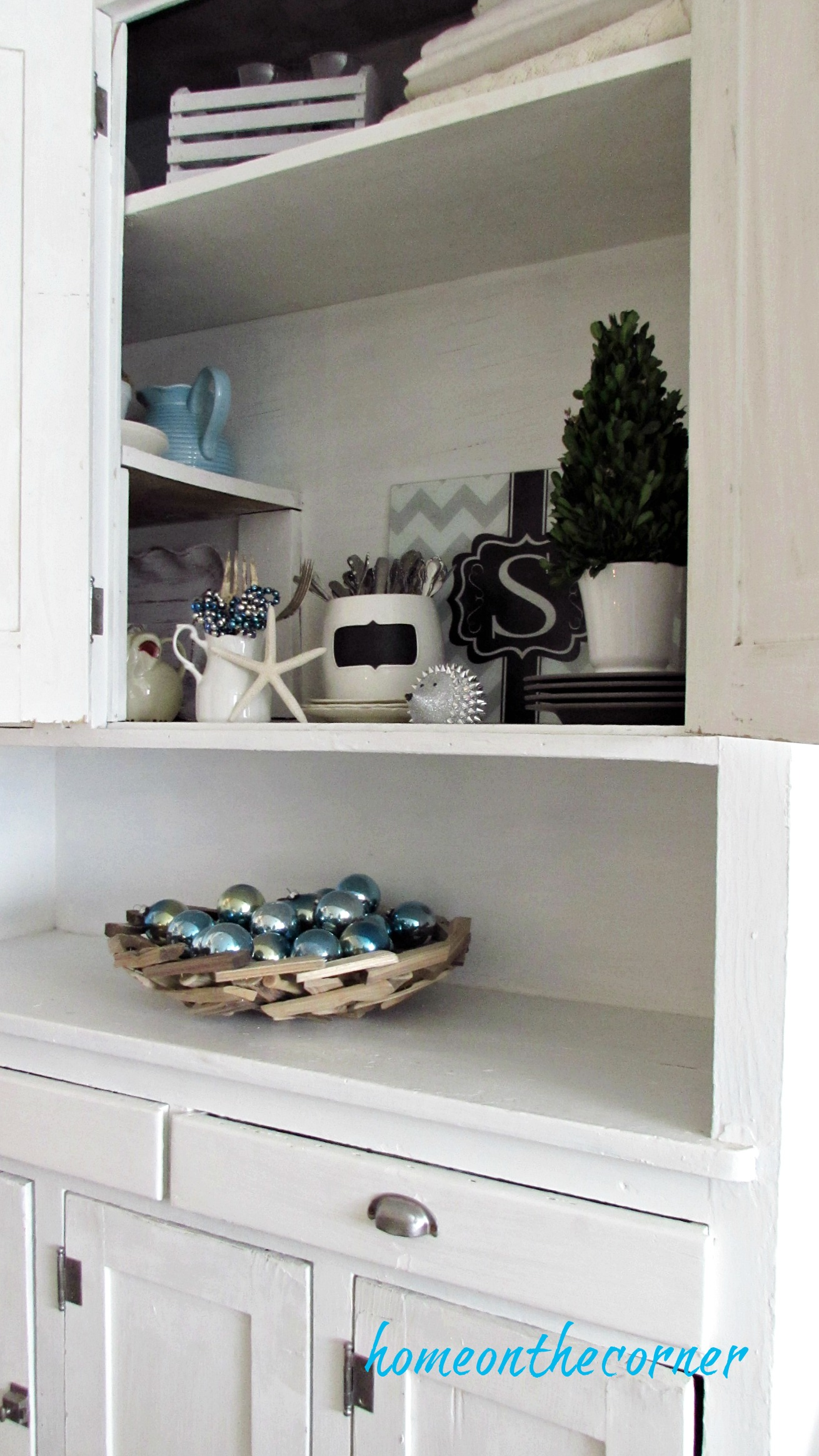 christmas 2017 dining room white hutch turquoise ornaments starfish