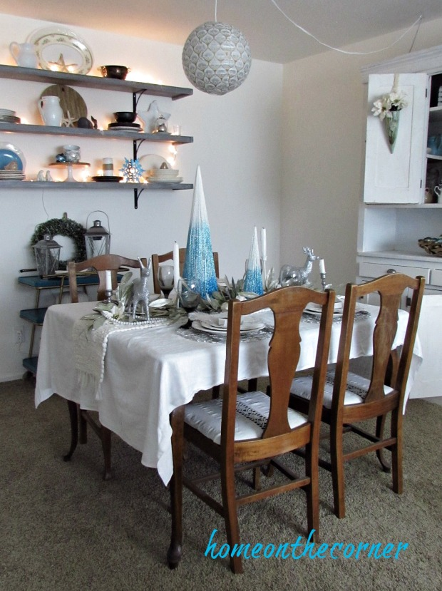 christmas 2017 turquoise and white dining room