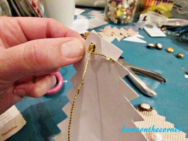 Christmas Tree Garland Stringing Through Button 2017