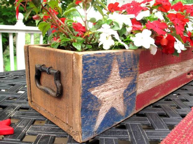 Pallet-Wood-4th-of-July-Memorial-Day-centerpiece-005.jpg