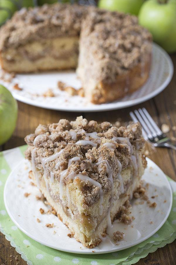 Cinnamon-Apple-Crumb-Cake