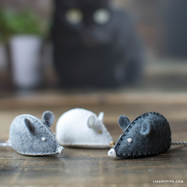 DIY_Felt_Mouse_Cat_Toy_TN.jpg