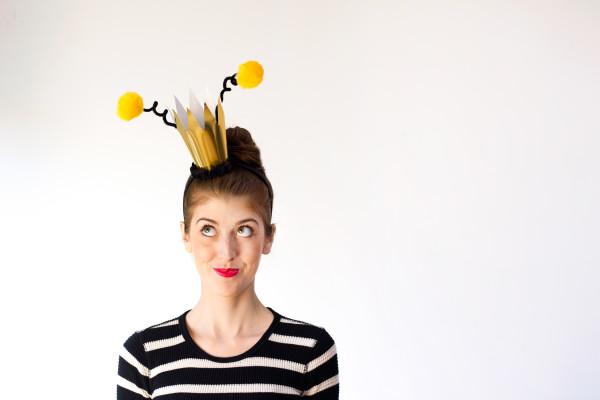 DIY-Queen-Bee-Halloween-Costume-600x400