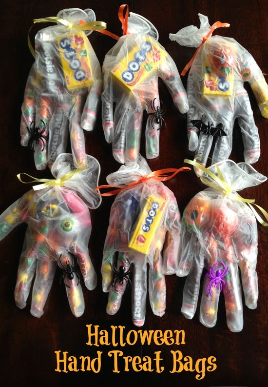 Halloween-trick-or-treat-bags-plastic-gloves.jpg