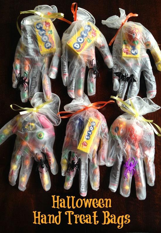 Halloween-trick-or-treat-bags-plastic-gloves.jpg