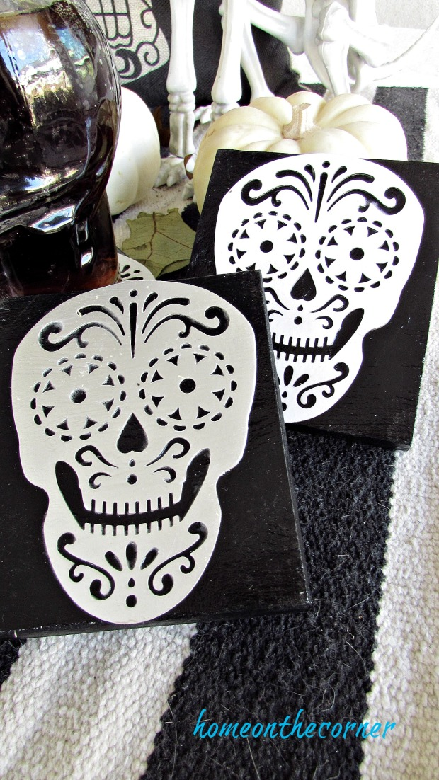 skull coaster black silver white
