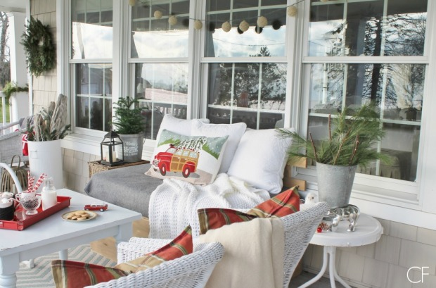 Rustic-Christmas-Farmhouse-Porch