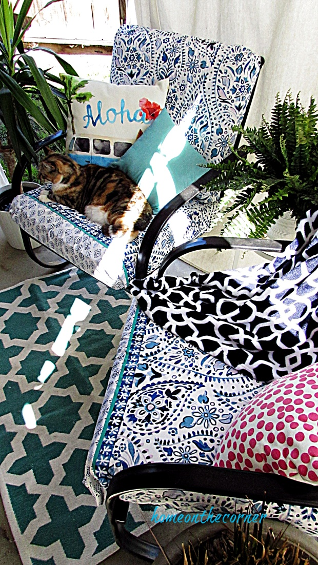 outdoor cushion recover white and blue cat