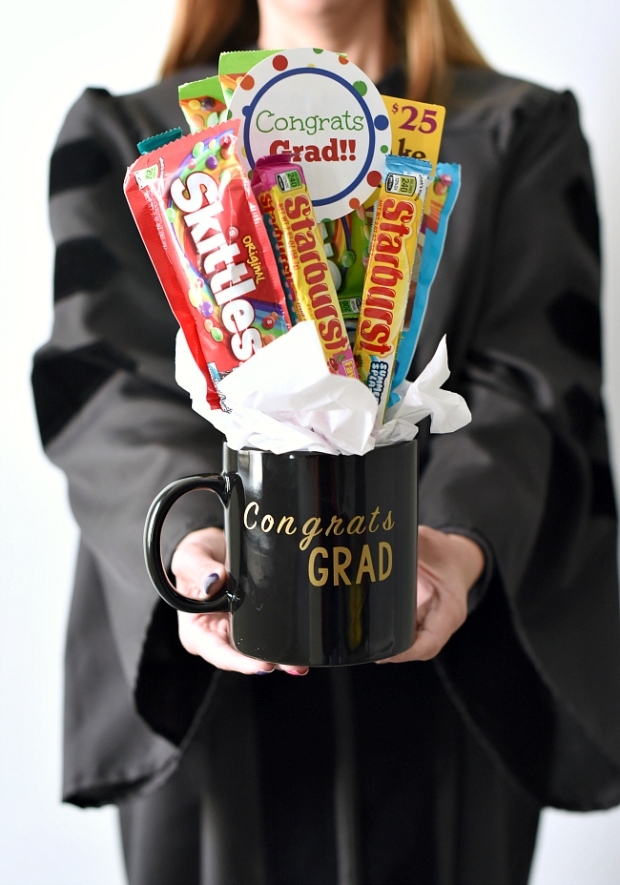 Graduation-Gift-Idea-Candy-Bouquet.jpg