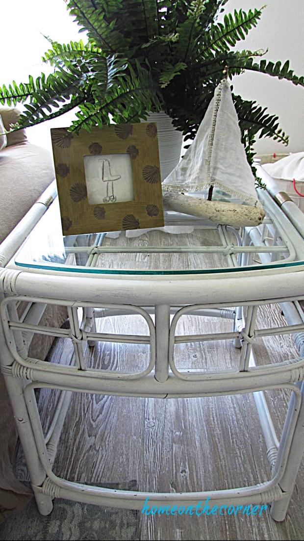 spray paint white rattan table