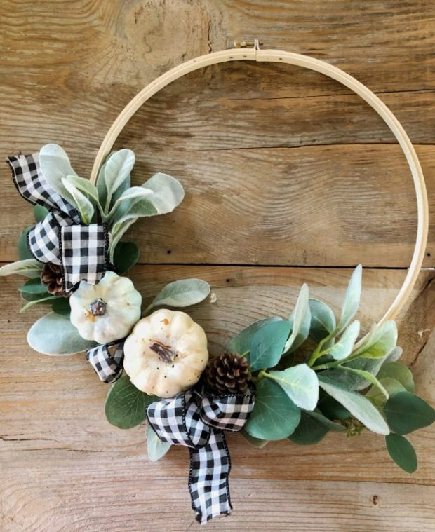 embrodery hoop wreath.jpg