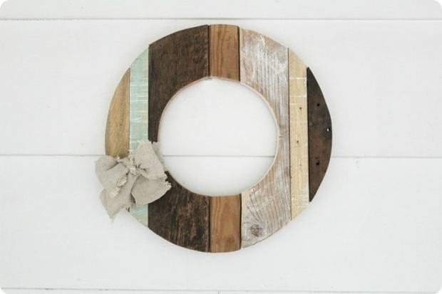 wood-wreath-with-bow_thumb