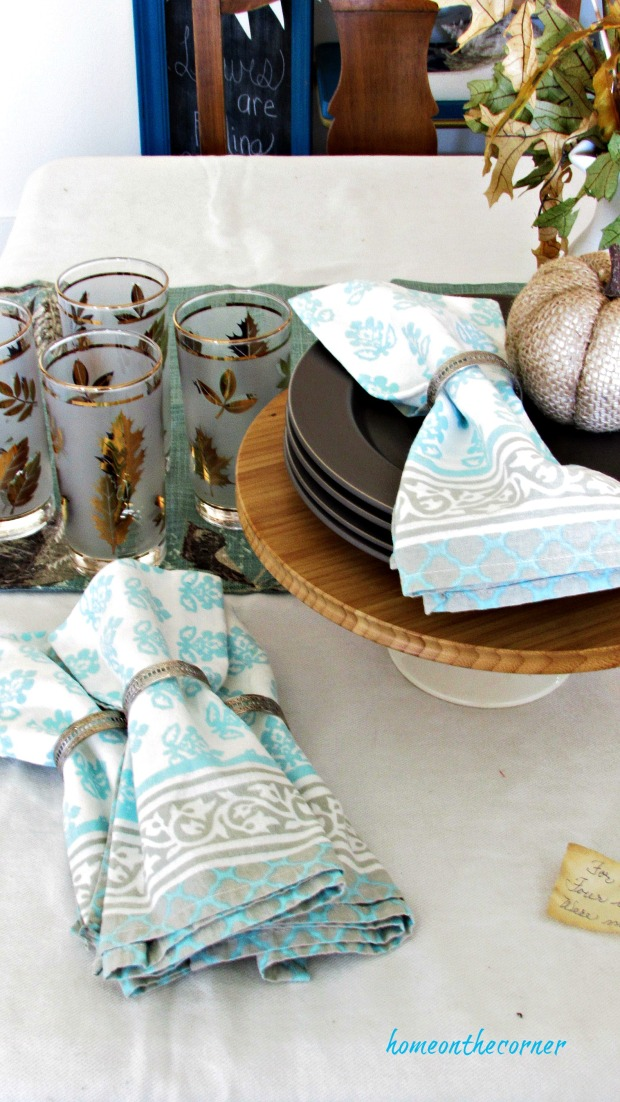 fall living room napkins, leaf glasses