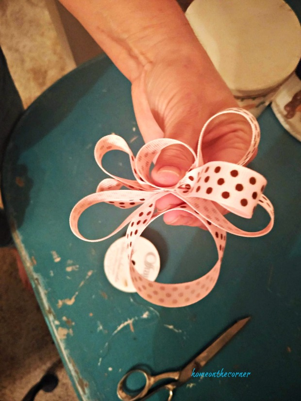 how to tie a bow step 6