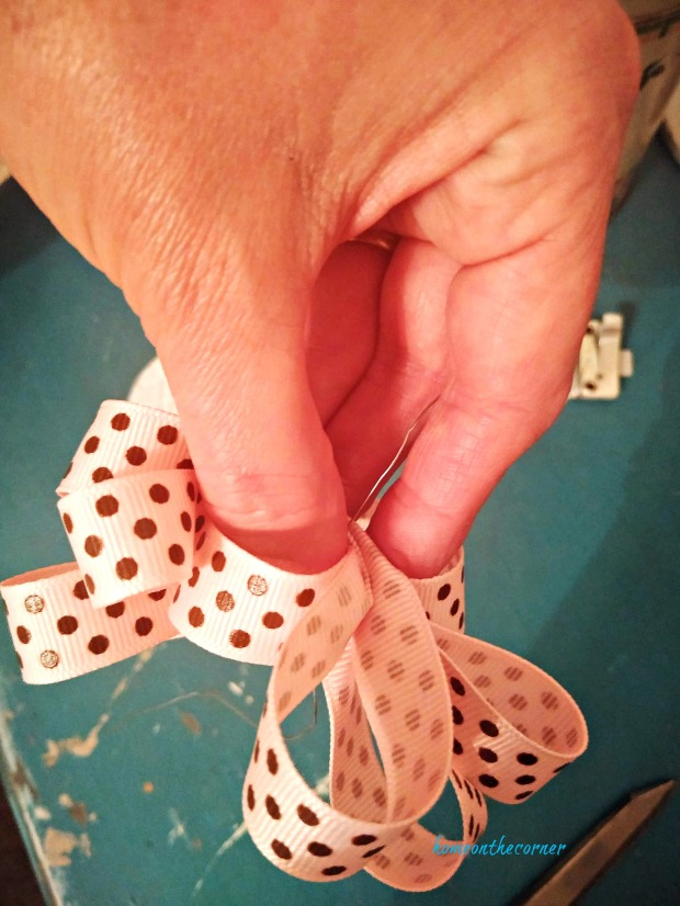 how to tie a bow step 8