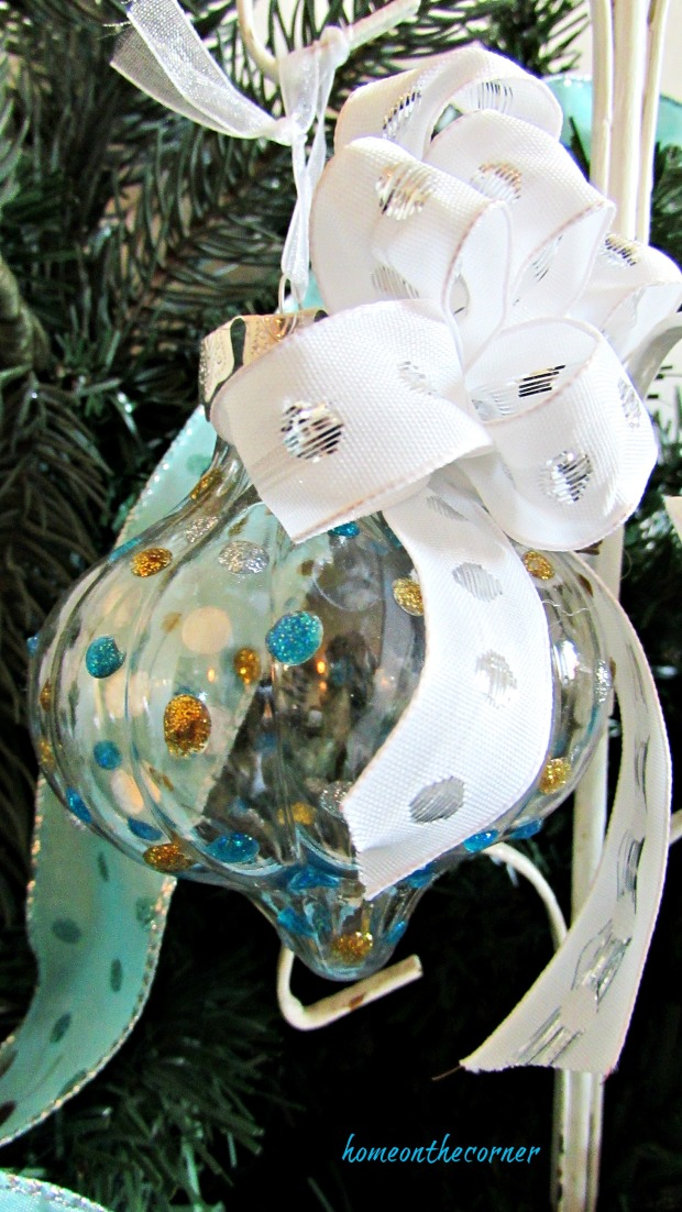 turquoise ornament polka dots