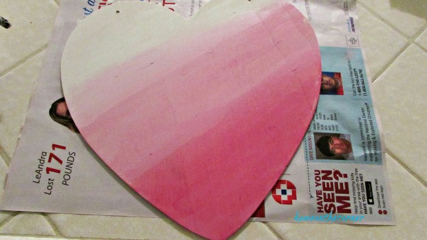 wooden heart white and dark pink ombre'
