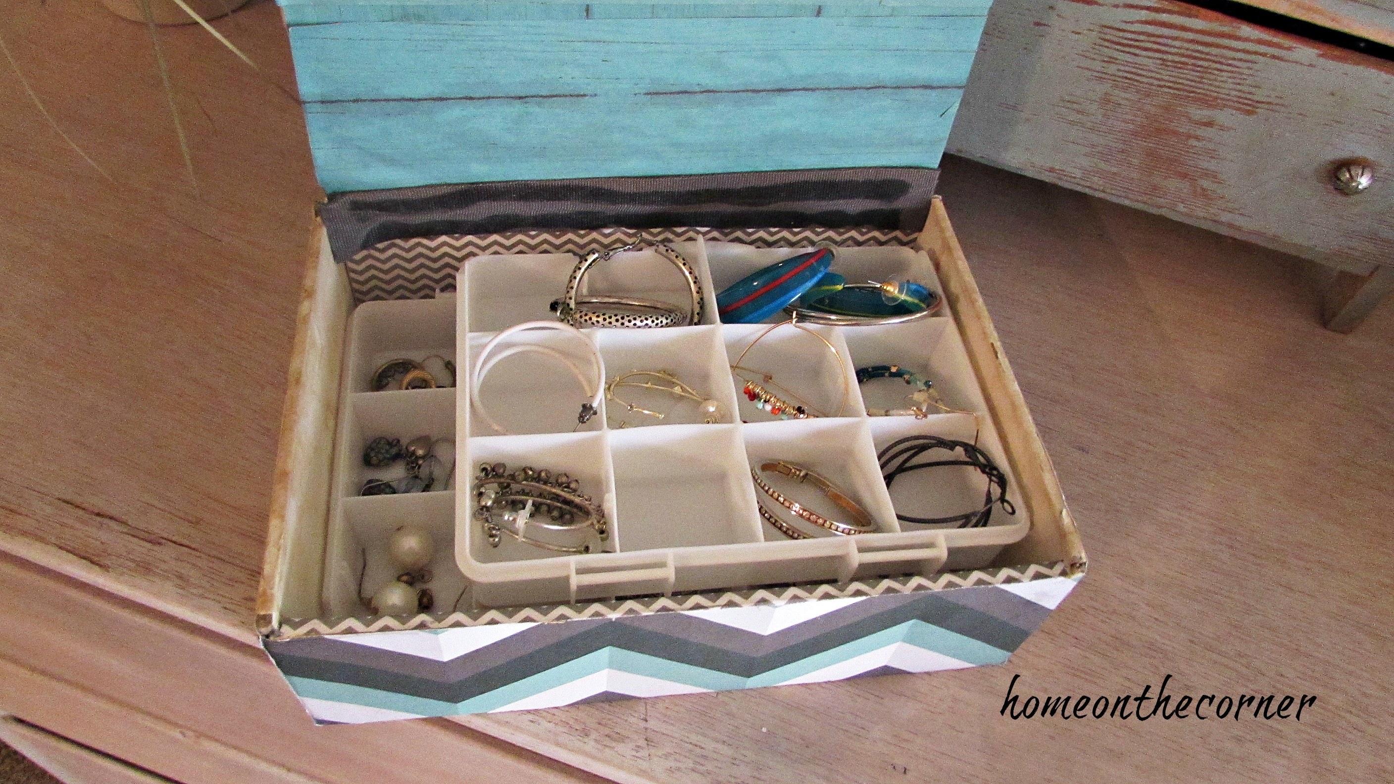 cigar box earring organizer